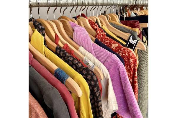 مرتب کردن لباس های کمد