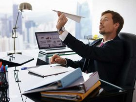 5 رفتار اشتباه که نباید در محیط کار انجام بدهیم