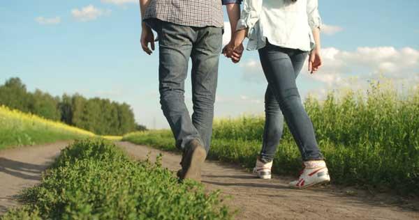 پیاده روی با همسر برای بهبود رابطه زناشویی