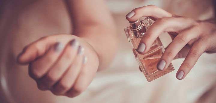 تست عطر روی مچ دست