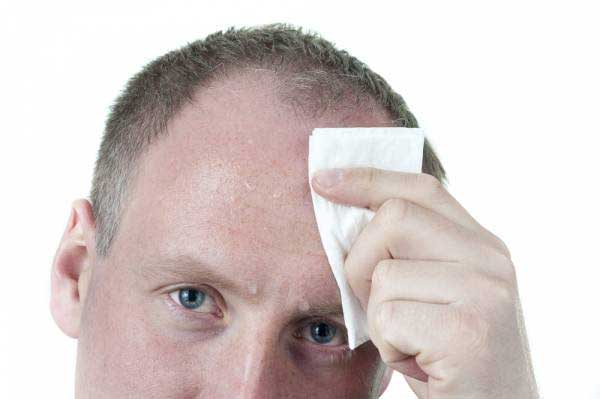 استفاده از دستمال مرطوب هنگام عرق کردن