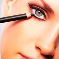 آرایش کردن داخل چشم